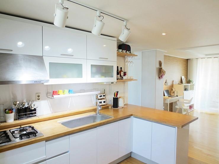 *從廚房的角度看出去的客廳~