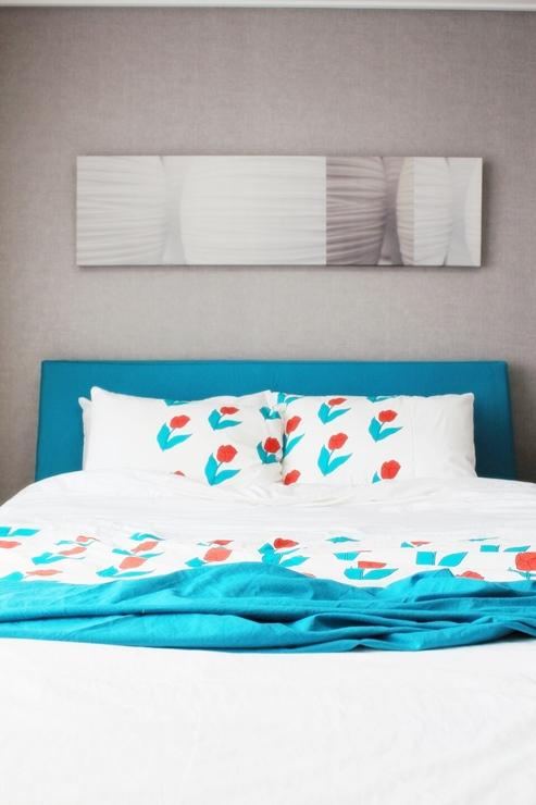 將床頭板子改成跟床單一樣的色系,讓整個視覺上看起來更加和諧~真的很用心吧♥嘻嘻