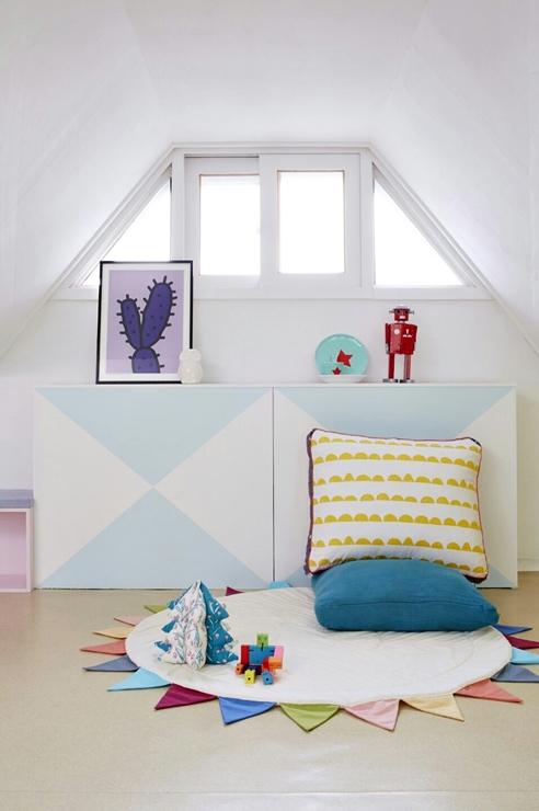 窗戶下面的收納櫃也是由木頭&自行粉刷而成的!