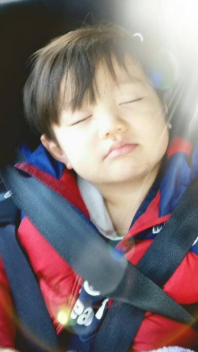 好想趁他睡著的時候,偷偷抱回家啊!