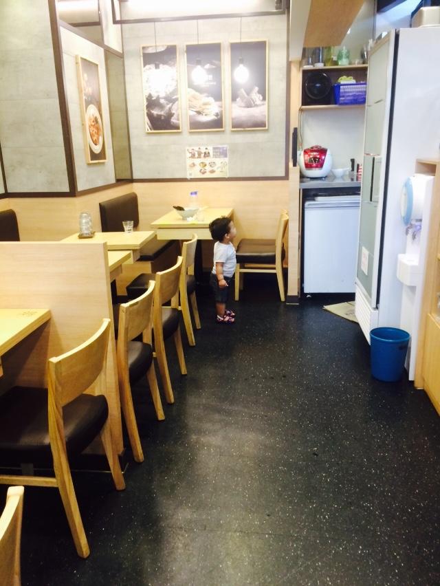 7. 去餐館時 不到5分鐘,就坐不住了 你到底是要走還是要點餐啊?求告知/(ㄒoㄒ)/~~