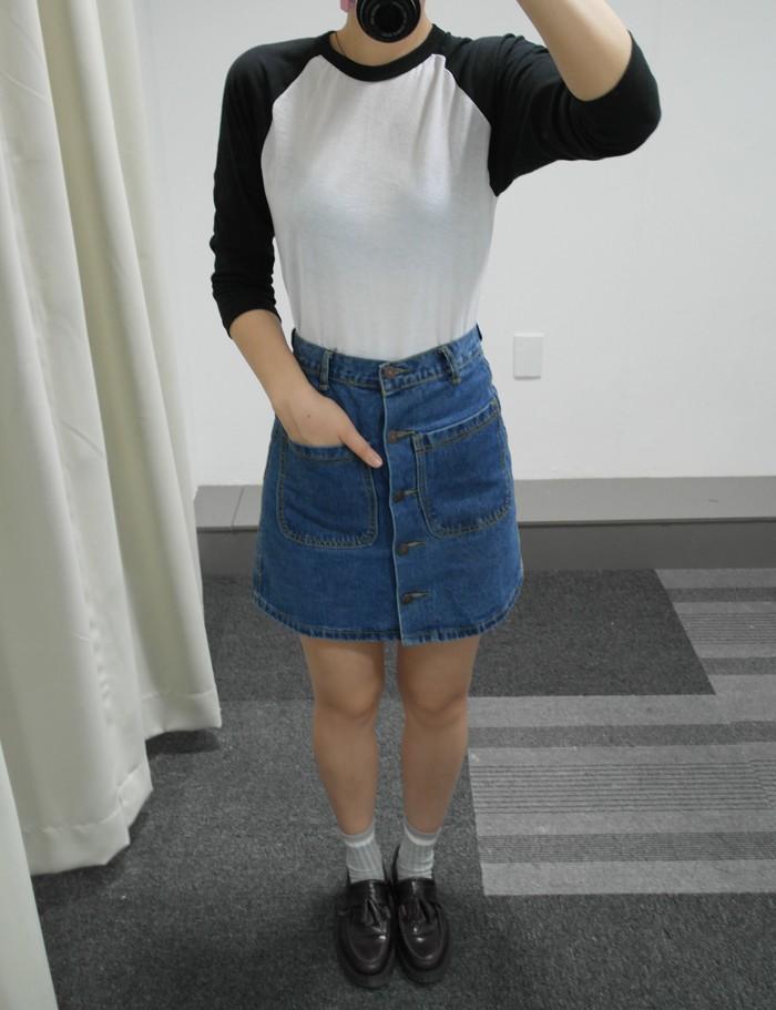 (顏色_INDIGO, 尺寸:S(36) )  最近韓國平價品牌SPAO也進入台灣了,這款鈕扣設計的牛仔裙是SPAO最近的主打款式!