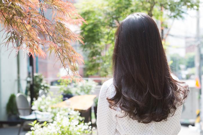 哇~如果聯誼時,有一頭這樣飄逸美麗的頭髮的女孩坐在對面,肯定是直勾勾地盯著他看不放的呀♡