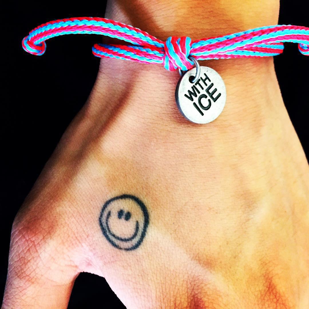 幾週前,在GD的instagram上所上傳的這張手環照片:)