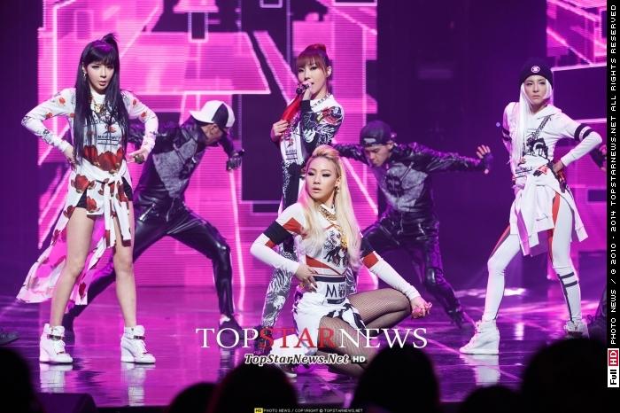 2NE1 - 原取名為「Juicy」  朴春解釋,當時2NE1只有朴春、CL跟Minzy,會被取作Juicy,因為全員看起來肉肉的很Juicy~CL是大腿胖胖、Minzy是屁屁胖胖,春是肚子胖胖XDD