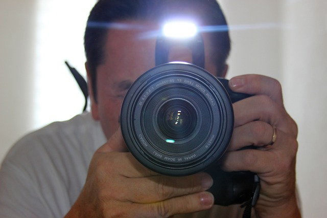 在相機只是攝影師們使用工具的那個時代,就像畫家們會為自己畫下自畫像一樣,攝影師們也會有自己的Self-portrait