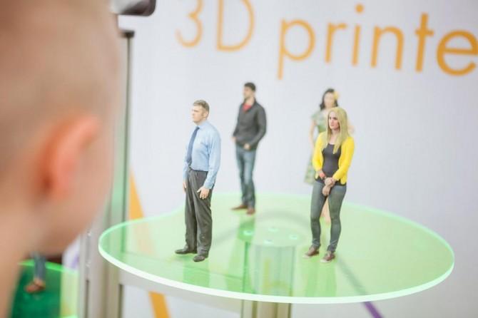 3D自拍又稱為「Shapies」,只要待在3D人體掃描機裡,大約10秒左右,拍照的樣子就會以3D列印模樣出現摟^^