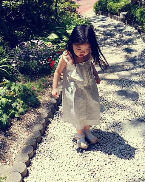 """""""今天天氣不錯,跟著馬麻一起去散步......★ 順便拍就美美的照片(*+*)"""""""