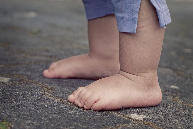 #7. 腳步聲 赤腳走地板的聲音 拖鞋啪嗒啪嗒啪嗒的聲音 抓狂中~