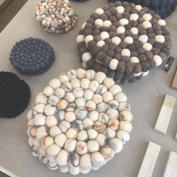 放鍋的墊子 陶瓷、布藝製成,好別緻的說! !