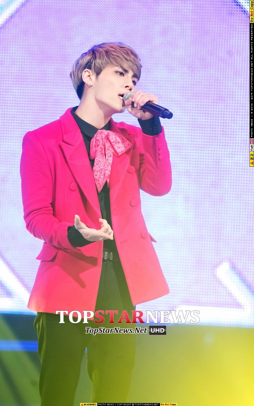 以2015年今年為例! 1月份是SHINee的鐘鉉,做為SM娛樂開春第一組歌手!也是他個人第一次的solo出道!而且馬上就搶下音樂節目冠軍寶座