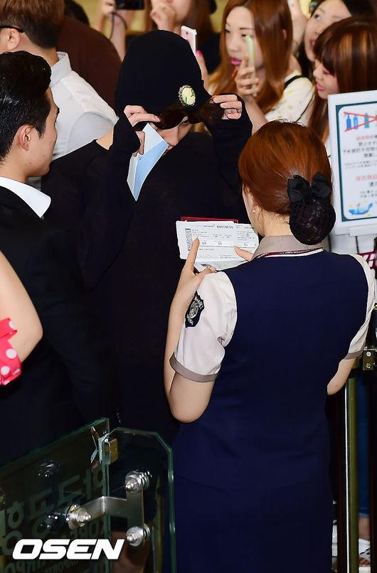 只有出示機票或護照時才會露臉的...我們的GD!