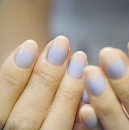 而需要再多一點技巧的漸層風格,則是另外一種選擇。隨著搭配的顏色以及漸層的方向不同,可以讓你的指甲散發出優雅、魅惑、活潑...等不同的個性。