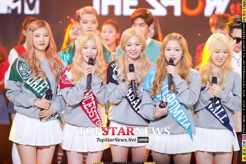 Red Velvet是韓國最大演藝公司「SM娛樂」去年推出的最新團體(我想大家應該都知道吧?) 才聽新歌就馬上成為粉絲的有誰誰誰? (舉手無罪)