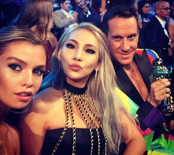 CL在上月31日(4天前),更與知名設計師兼好友Jeremy Scott參加了美國年輕人的盛會MTV VMA,讓她知名度大增