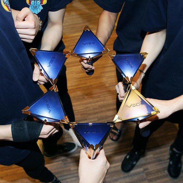 #VIXX 真的覺得倒三角的設計好美~不但帶有團名V字的意義,也好像寶石捏