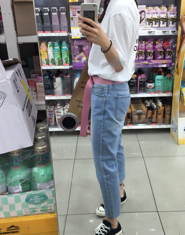 牛仔褲+帆布鞋也很搭這款腰帶