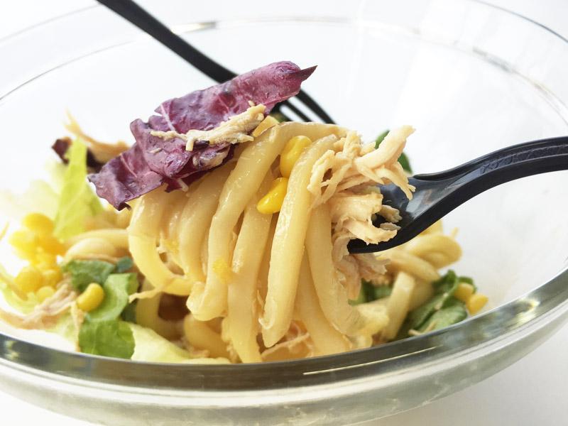 叉一點高麗菜,雞胸肉跟麵一起吃>_< 想知道什麼味道嗎?..♥就不告訴你 趕緊自己動手啦!