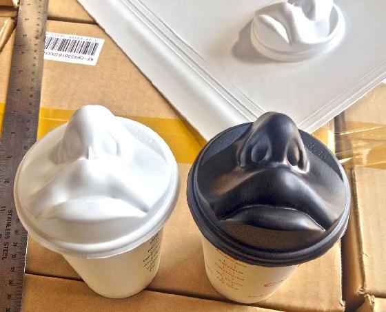 有嘴唇跟鼻子的咖啡杯蓋!!!