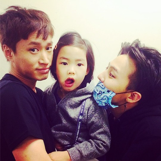 現在小孩的審美觀算是非常超齡,像是Tablo的女兒Haru理想型就是GD(有眼光)!韓國網路就有一份調查,「國小女生之間人氣最旺的男明星TOP 20」,來看看現在的韓國小朋友都愛哪一味?
