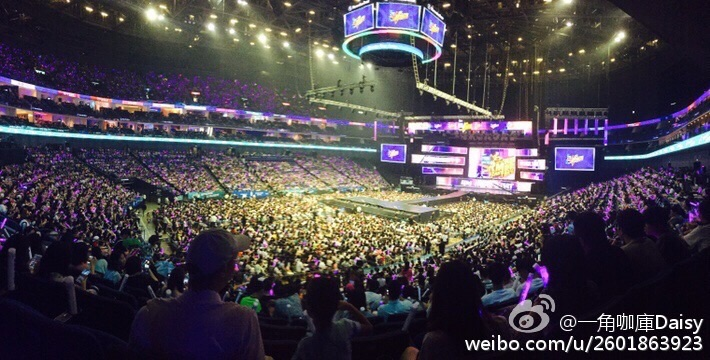 很多韓國明星都不見得能開得起這麼大的場!