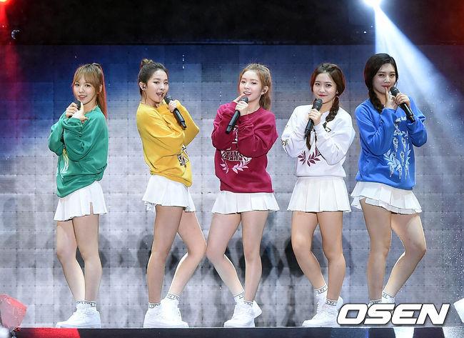 而距離f(x),更是整整5年才推出第三代女團,出道已經1年的Red Velvet