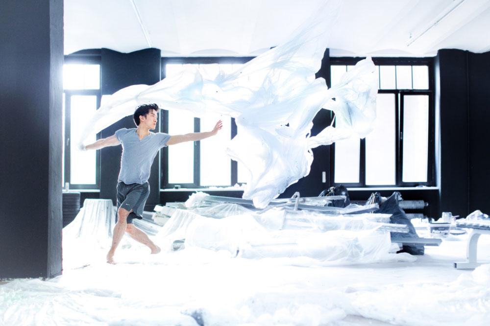 近來隨處可見自拍的人...懸浮攝影也已經不是什麼新鮮事了,但是像Mickael Jou這樣用心的作品實在不算多。跟著小編一起去看看吧!