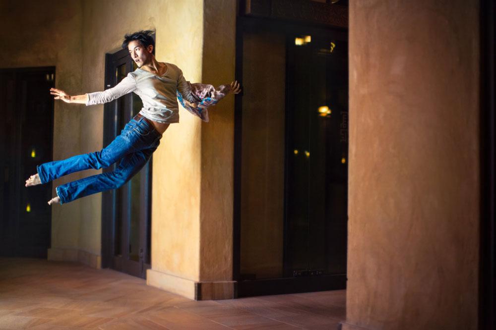 某種程度上,Mickael Jou算是一位自學成才的攝影師。受到Natsumi Hayashi「懸浮少女」系列作品啟發,3年前Mickael在歐洲開始了他的懸浮攝影生涯。