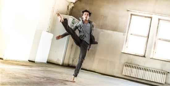 在他的照片裡,你既可以體驗到懸浮攝影的趣味,又能看到優雅的舞蹈動作。