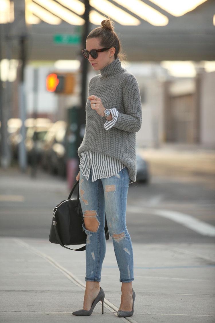 灰色毛衣是百搭的單品,一條牛仔褲就可以完全駕馭寬鬆版灰色毛衣,給人精簡隨性的感覺。
