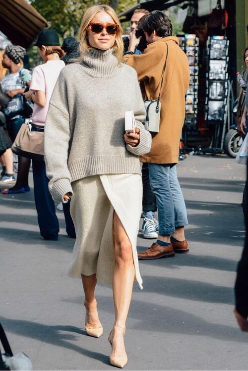最喜歡這種寬鬆的毛衣+飄逸的裙擺,搭上一雙尖頭高跟鞋,氣場女王的稱號就穩當當的歸你一個人囉。:)