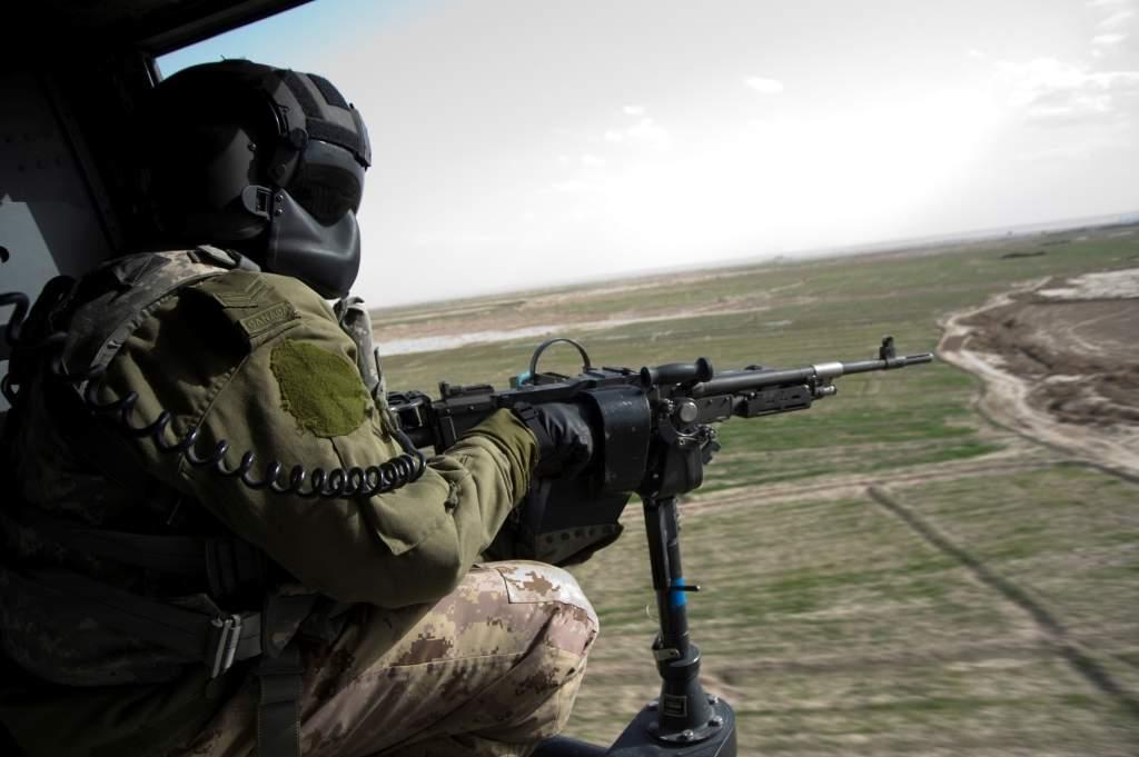 機槍手 從高空鎖定目標,掃射↗↗↗