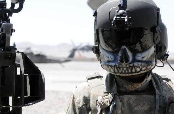 這種防彈面罩被稱為「costume」...