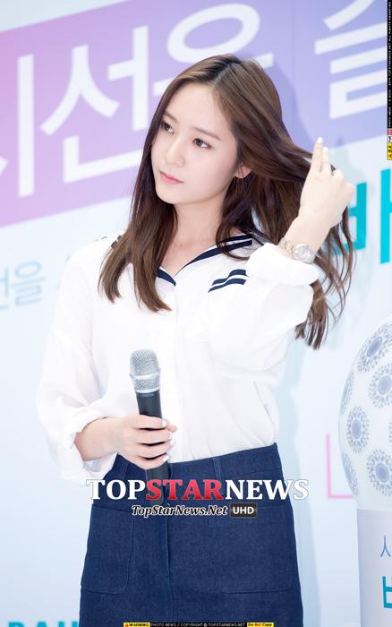 WOW~個性美少女Krystal,拍這張照片的記者你是死忠粉吧?(笑)