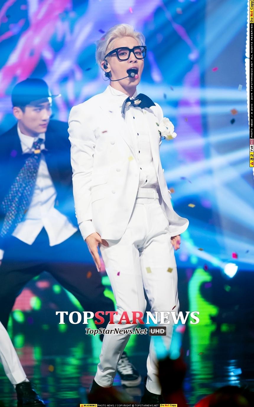 還不只呢!年初SHINee的鐘鉉才首度以個人之姿站上舞台!沒想到回歸的時期這麼快!?9月又要單飛出輯啦~