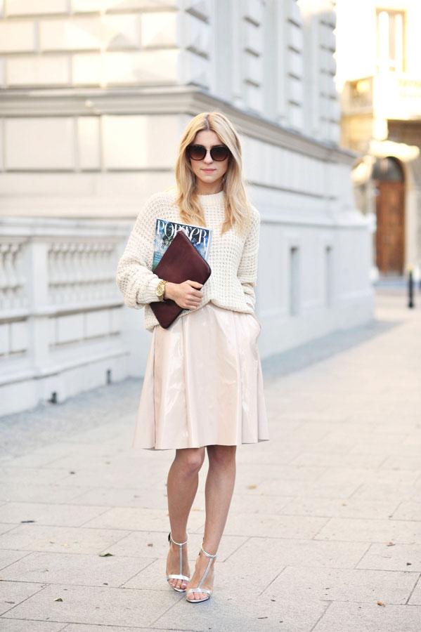 半身裙對於一個喜愛穿衣搭配的女生來說,絕對是不可或缺的一個單品,當毛衣遇見了半身裙,會有什麼效果呢,其實簡約簡單的搭配,才是時尚的真諦
