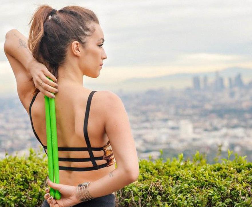 45分鐘的運動可以燃燒1000卡路里。這項運動所帶來的肌肉鍛煉根本無法想像!