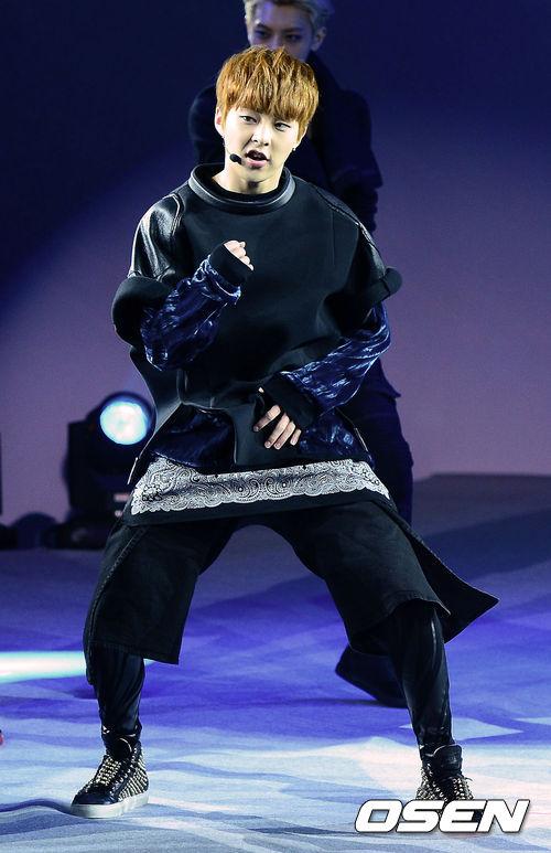 瀏海讓他看起來只有26個月大的寶寶~EXO的大哥哥金珉錫(XIUMIN)