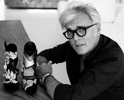 這位中文譯名被取為「朱塞佩‧扎諾帝」的鞋王,曾經待過的品牌有Valentino、Dior、Roberto Cavalli、Missoni等名牌,2000年開始獨立創出自己的品牌Giuseppe Zanotti Design(GZD)