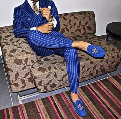 在衣服和鞋子的選擇上都很大膽~只要你敢穿,你就一定是焦點!