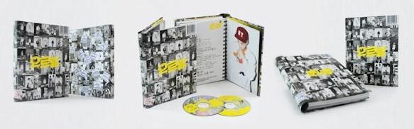 最搶荷包的就是SM照例會出的「新歌+精選」,叫做「重新包裝的專輯(Repackage Album)」,精打細算的粉絲可能覺得有舊歌就不買了!所以包裝真的很重要~像這是正規一輯的Repackage Album《GROWL》,EXO-M跟EXO-K兩版各有104張寫真欸~把牆壁貼滿都行了