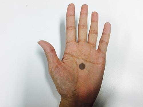 當然就像有人說的,這個活動如果越來越有名的話,在手上畫黑點去請求別人幫助卻是會越來越失去時效性...