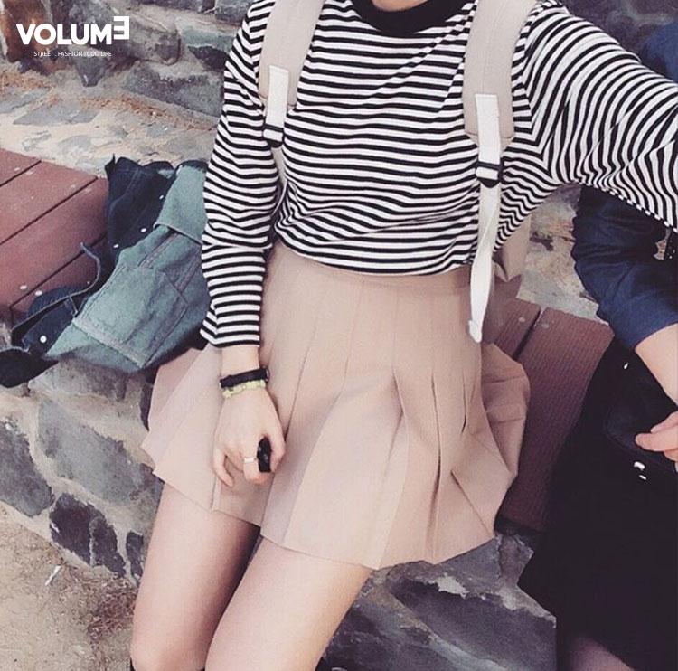 網球裙真是無處不在~除了搭配毛衣,搭上一件經典的黑白條紋衫也不錯哦!