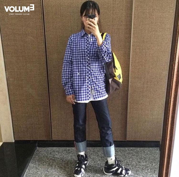 穿西褲的時候襯衫一定要塞進褲子裡,那如果穿牛仔褲,其實很適合翻出來,裡面再搭一件白T,韓國人穿衣服好像特別喜歡混搭,很少有穿得很單一♬