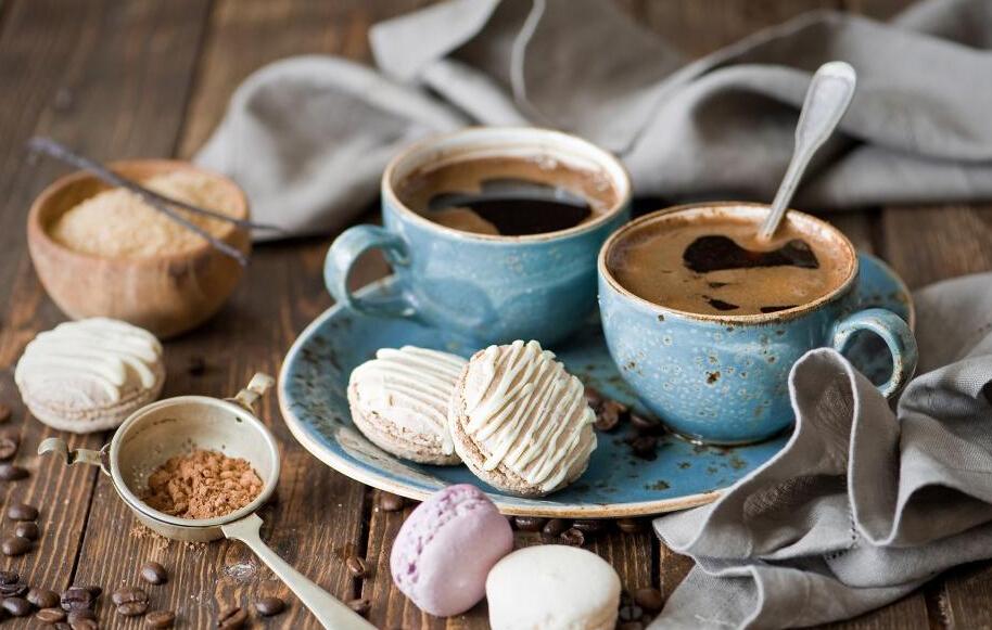 最近由於茶、咖啡等多樣飲品的出現,致使我們很少有機會喝到純水,很多人也不喜歡喝純水,下面小編就教大家如何美味的喝水?