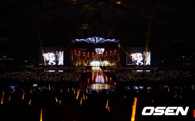啊~還有還有~這次開演唱會的地點是奧林匹克體操競技場,總共可容納1萬3千名,當然這票都賣光光ㅠㅠ 這新人團體的魅力小編也好想現場看看啊...