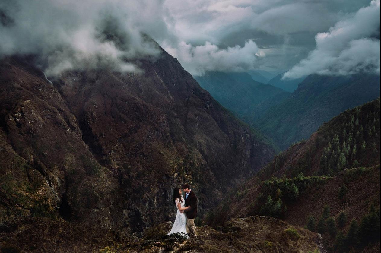 1. 喜馬拉雅山·尼泊爾 by Charleton Churchill 不論山巔還是峽谷,不論晨光抑或夕照,讓我在每一個最美的時刻,以吻封緘。