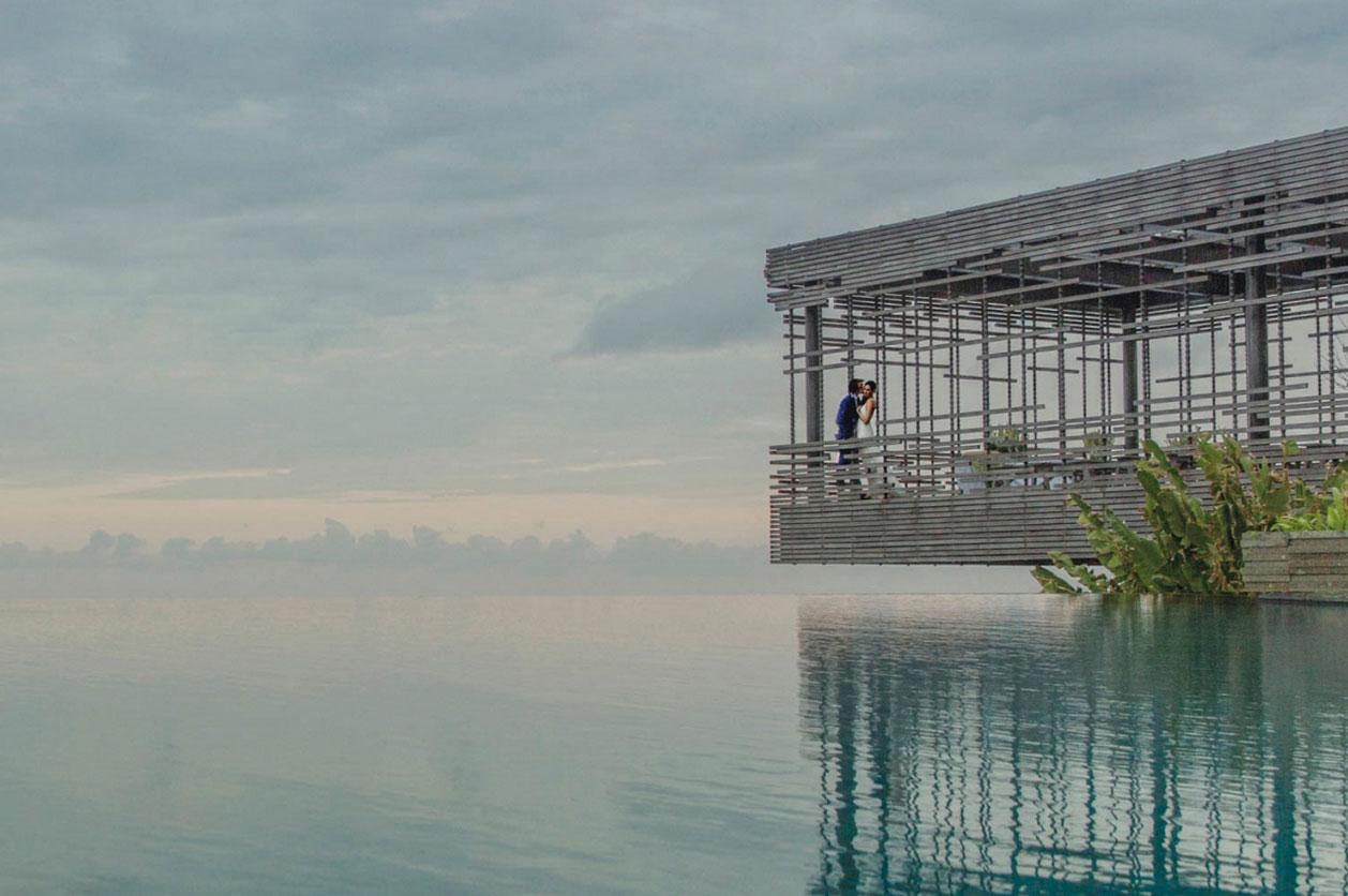 19. 烏魯瓦圖·印尼 by Jonas Peterson 時光在這一刻定格,留住你雙唇的溫熱。