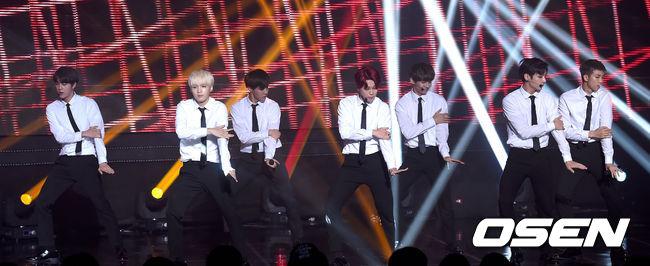 穿著毫不華麗的低調Black & White是他們的特色