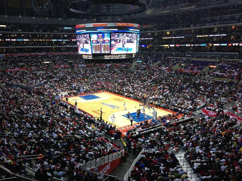 平時NBA賽事舉辦的有名Staples center當然也像這樣坐滿滿...